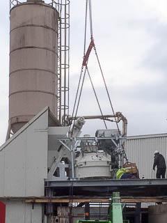 Foto vom Einbau der neuen Betonmischanlage