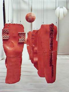 Tonskulpturen und Installationen der Künstlerin Dorit Crossier