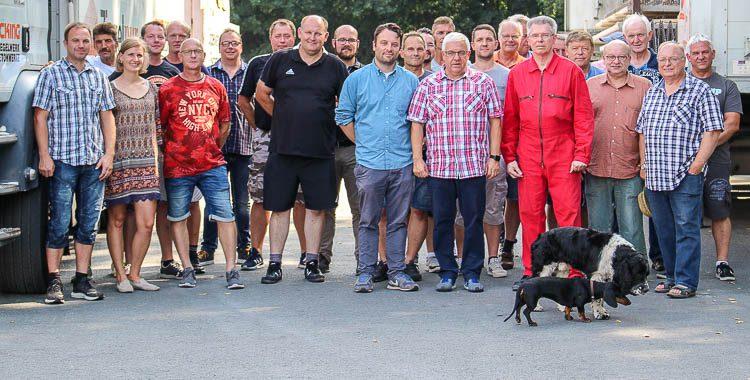 Gruppenfoto der Teilnehmer der Ladungssicherungsschulung auf dem Lücking Betriebsgelände